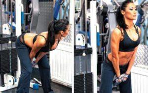 обратная тяга в тренажере для женщин