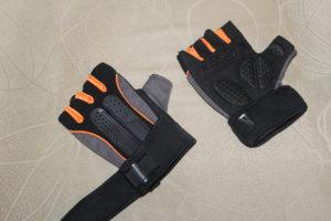 спортивные перчатки для тренировки